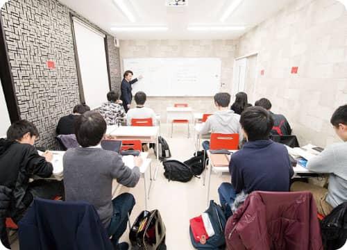 テスト前には中学校別の特別対策授業を行います